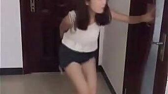 China Girls Very Desperate to Pee